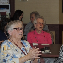 Happy Hour with Barbra Lee-Shoreview Senior Living (15)